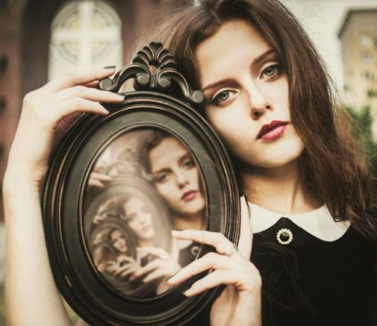 The 3 Signs Of Knowing Someone From A Past Life