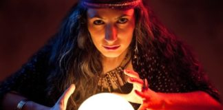 A Psychic Reveals The Things She'll Never Tell Her Clients