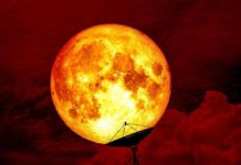 4 Zodiac Signs That Would Get Highly Affected By Tonight's Lunar Eclipse Full Moon