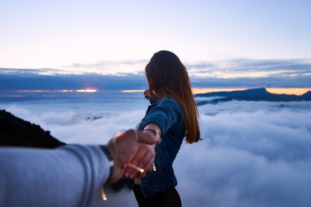 12 Ways To Detach Yourself From Someone Who's Impossible To Be With