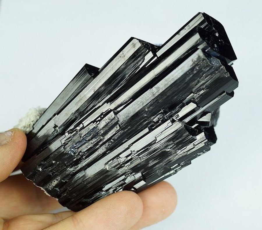 How The Powerful Black Tourmaline Brings Spiritual Healing To You